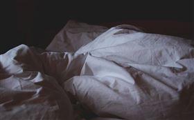 失眠,睡覺,臥室,房間(圖/翻攝自unsplash)