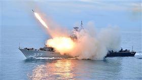 日媒指印尼軍演劍指中國印尼24日在南海完成大規模軍演,日經亞洲評論指出,印尼展示武力,抗衡中國對南海主權的宣示。(印尼海軍新聞組提供)中央社記者石秀娟雅加達傳真 109年7月25日