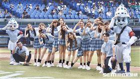 富邦悍將啦啦隊Fubon Angels換上學生制服。(圖/記者林聖凱攝影)