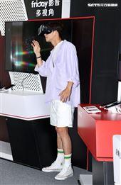 吳念軒 friDayVR 一日體驗大使宣傳「紅衣小女孩:魔神仔」VR版。(記者邱榮吉/攝影)