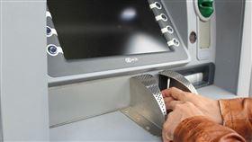 隨時能領錢!台ATM密度世界第一!央行曝「它」前世今生 提款機