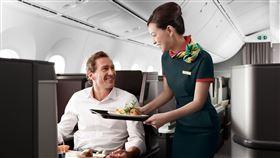 長榮航空再次獲得全球旅客肯定,榮獲「全球十大最佳航空公司」。(圖/長榮航空提供)