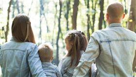 父母,子女,孩子,家庭,爸媽 圖/unsplash