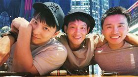小煜(左起)成為人夫,威廉、阿緯紛紛獻上祝福。(圖/翻攝自IG)