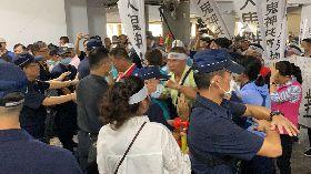 反對台南學甲設動保園區 居民市府抗議