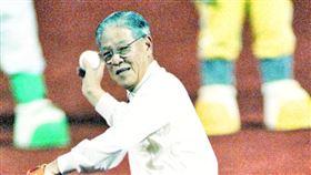 李登輝曾經幫中職開球。(圖/中職提供)