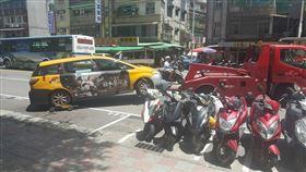 停合法停車格被拖吊 理由曝光她讚翻(圖/翻攝自爆怨公社臉書)