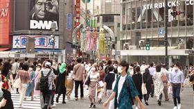 日確診破3萬例 安倍尚不發布緊急事態宣言日本武漢肺炎疫情升溫,確診病例突破3萬例。但日本首相安倍晉三24日表示,目前還不需再度發布緊急事態宣言。圖為24日東京澀谷車站前。中央社記者楊明珠東京攝 109年7月25日