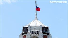 總統府降半旗(圖/記者邱榮吉攝影)