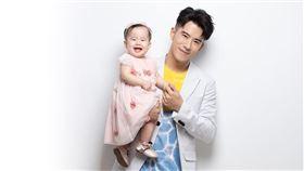 JR紀言愷與女兒小麥芽。(圖/嬰兒與母親雜誌提供)