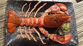 火鍋業者推出一千元的振興券享有龍蝦加鹿兒島A4和牛肋眼一份。(圖/翻攝自麻神麻辣火鍋臉書專頁)
