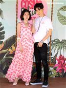 唐禹哲、蔡黃汝頂著豔陽出席柯夢波丹夏日比基尼派對。(記者邱榮吉/攝影)