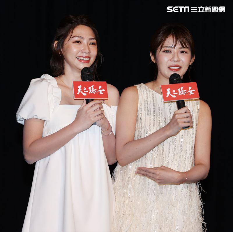 「天之驕女」演員林萱瑜跟曾智希飾演雙胞胎「連體嬰」,兩人看完首映會演戲過程淚灑現場。(記者邱榮吉/攝影)
