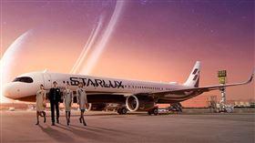 星宇航空也推出3小時的空中環島搭機之旅,由董事長張國煒親自執飛。(圖/業者提供)