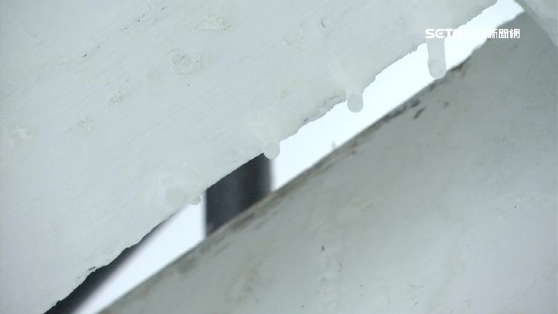 大龍新城國宅狂漏水 壁癌呈鐘乳石狀