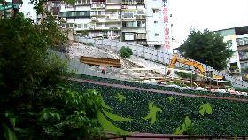 陡坡竟蓋房1800