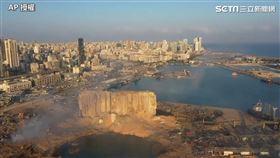 黎巴嫩碼頭炸出隕石坑。(圖/AP授權提供)
