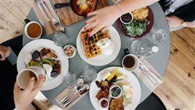 情侶,飯店,早餐(翻攝自 Pixabay)