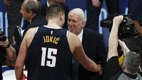 NBA/被大鳥+摩西打爆 波總認栽 NBA,丹佛金塊,Nikola Jokic,大鳥柏德,摩西馬龍,Gregg Popovich 翻攝自推特