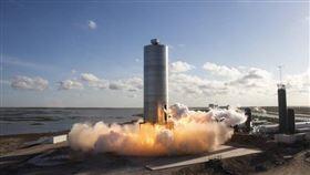美國太空探索科技公司4日成功完成歷時不到一分鐘的飛行,這是未來火箭「星艦」(Starship)最大原型的試飛。(圖取自twitter.com/SpaceX)