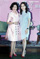 「最美麗主持人」白嘉莉與「氣質美女」蔡依珊首度跨世代對談。(記者邱榮吉/攝影)