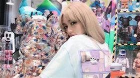周揚青專屬品牌在日本澀谷開潮牌店。(圖/翻攝自周揚青IG)