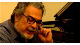 美國鋼琴大師佛萊雪(Leon Fleisher)於8月2日以92歲高齡,在巴爾的摩的醫院病逝,消息已由其子朱利安親自證實。