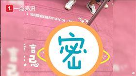 深圳地鐵尷尬廣告(圖/翻攝自沸點視頻微博)