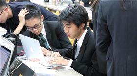 16歲考上台大醫 校長嘆:相當罕見。(圖/東山高中提供)