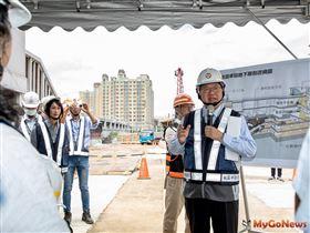捷運綠線G07站連續壁動工第一刀,打造三鐵共構新桃園車站(圖/桃園市政府)