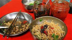 辣椒醬、醬料、小吃。(示意圖/翻攝自爆怨公社)
