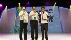 ▲體育署副署長林哲宏頒感謝狀給共同主辦單位台北市與中華奧會。(圖/體育署提供)