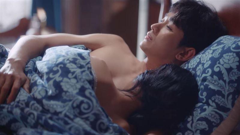雷/《精神病》大結局超甜!金秀賢❤徐睿知火辣激吻羞滾床