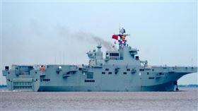 中國首艘075型兩棲攻擊艦5日開始海試(圖/翻攝自微博)