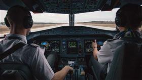 機師 開飛機 薪水(圖/翻攝自pixabay)