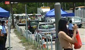 警員同時到壹傳媒及蘋果日報位於將軍澳的辦事處搜查(圖/截自Stand News 立場新聞粉專直播)