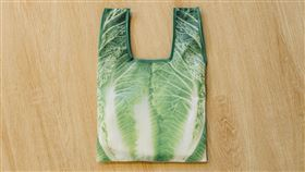 什麼都裝菜提袋:KUSO造型相當吸睛,裝進手機錢包就能輕巧悠遊整個金山。(朱銘美術館提供)
