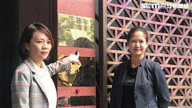 ▲台北市議員簡舒培(左)、林亮君(右)赴台北地檢署遞狀告柯文哲。(圖/記者楊佩琪攝)