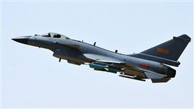 共軍軍機殲11飛越海峽中線(圖/翻攝中國國防部)