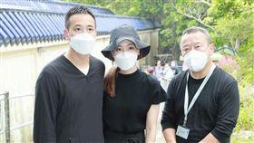 曾志偉(右)與曾國祥、兒媳王敏奕。(圖/翻攝自新浪娛樂微博)