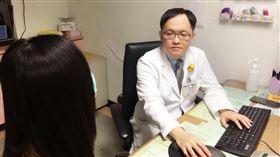 50歲婦人感染心內膜炎 心臟瓣膜竟被細菌「吃掉」(南投醫院提供)