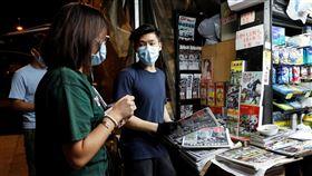 香港人買香港蘋果日報,圖/路透社/達志影像
