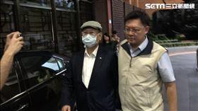 ▲美吾華董事長李成家在調查局人員戒護下移送台北地檢署。(圖/記者楊佩琪攝)