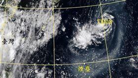 氣象局局長鄭明典臉書發出一張熱低捲起火山煙塵的衛星雲圖照片。(圖/翻攝自鄭明典臉書)