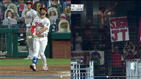 ▲哈波(Bryce Harper)敲出追平比數全壘打,費城人球迷隔著柵欄場外嗨翻。(圖/翻攝自MLB官網)