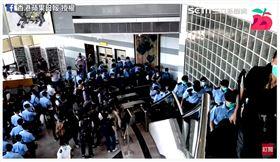 蘋果大樓遭警方突襲搜索(圖/香港蘋果日報授權)