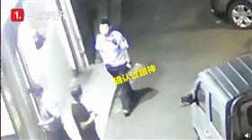 重慶,警察,毒販,逮捕,宵夜(圖/翻攝自沸點視頻)