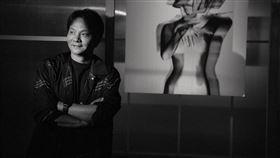 攝影大師林炳存接受《三立新聞網》專訪。(圖/ABOOK STUDIO提供)