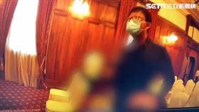 保大警員當場逮捕鄭惠中。(圖/翻攝畫面)