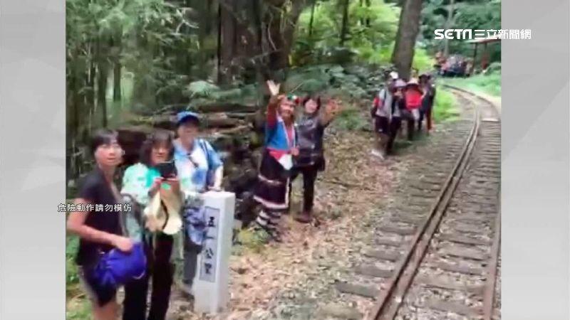 登山客闖鐵軌 遭鳴笛示警竟揮手招呼